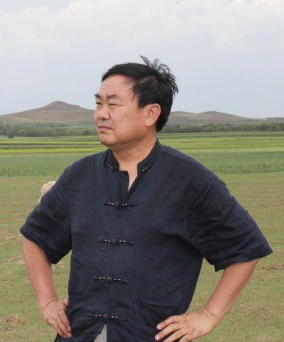 著名画家张毅敏应邀为民运会创作大幅国画《同心筑梦》