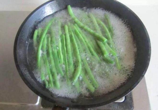 必须要焯水的5种蔬菜,很多人都省略了这步,难怪吃了会肚子疼