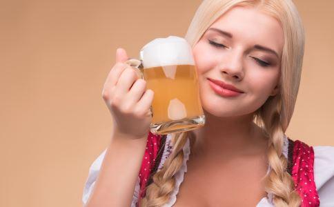 女性喝啤酒会不会发胖 怎么喝才不发胖