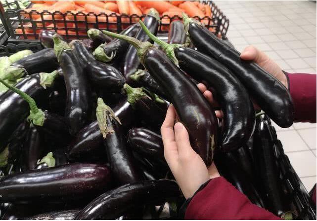 """买茄子时,应该挑""""直""""还是""""弯""""呢?"""