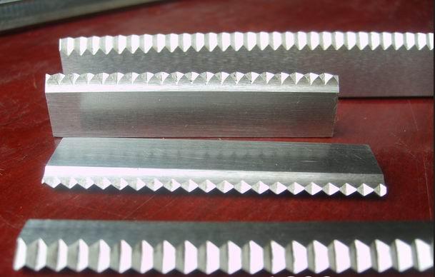 长形齿形刀片