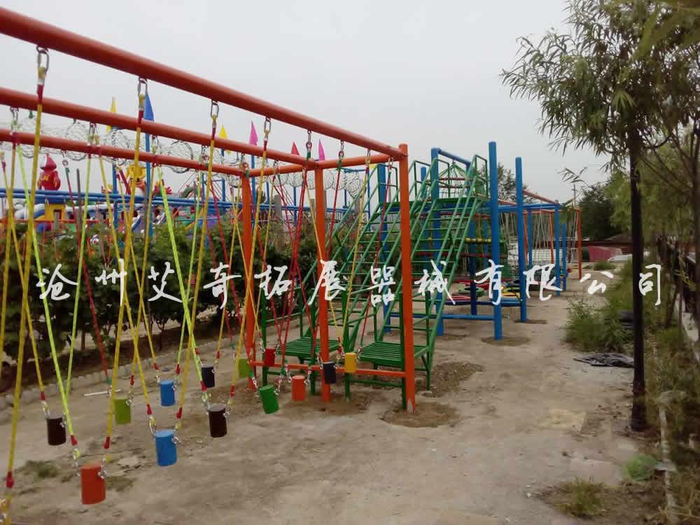喜�:�R艾奇拓展公司在北京�L刀和黑�R王昌平�^�o怡山�f承建的青少年�w�能��@安�b完工。