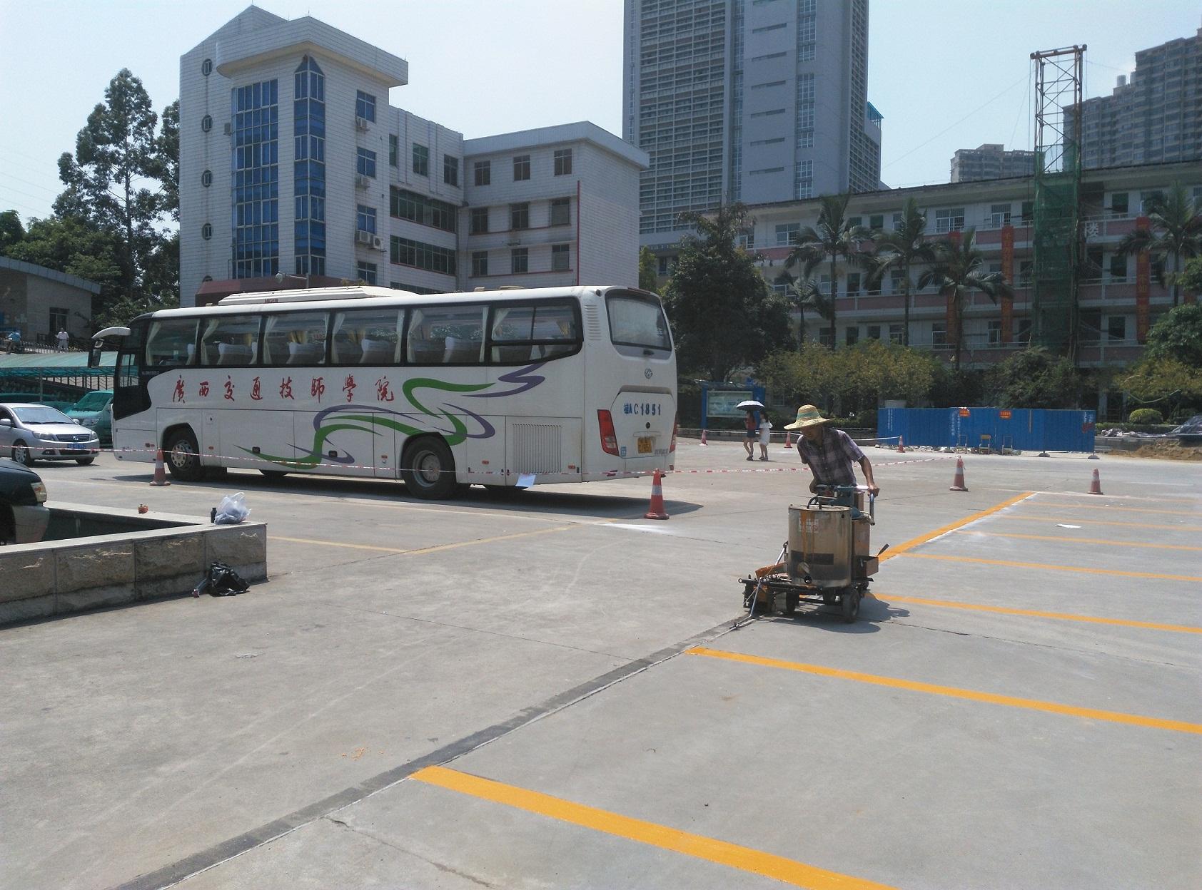 南宁交通技师学院划线