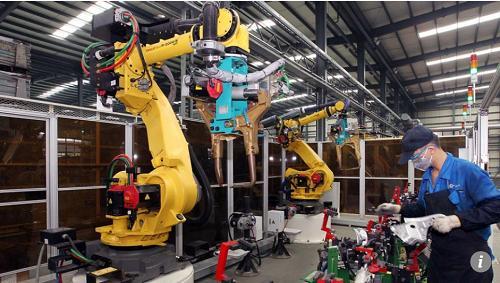 中国被指引领世界制造业自动化:对机器人需求大增