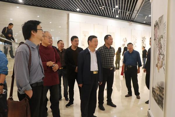 庆祝中华人民共和国建国69周年——郑州国画名家2018写生作品展在郑州园博园开幕