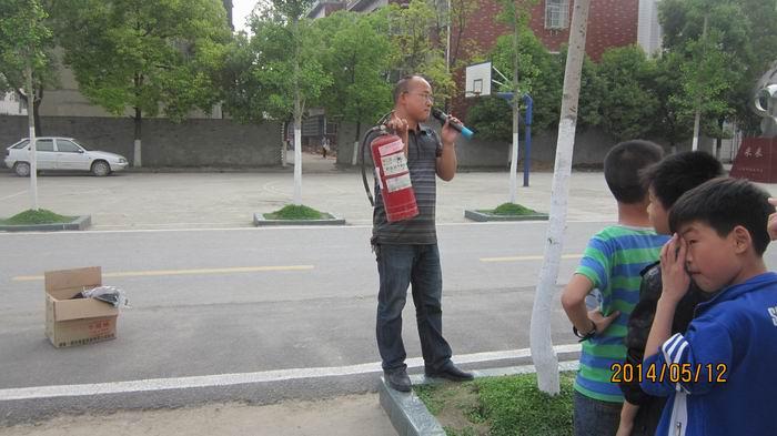 三伏潭二中安全教育消防逃生演练