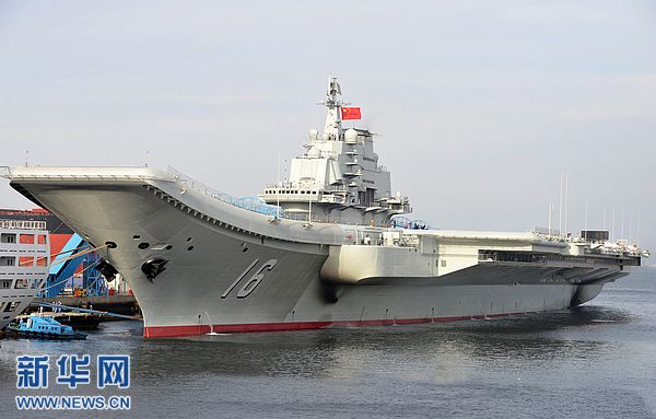 """9月25日,我国第一艘航空母舰""""辽宁舰""""已按计划完成建造和试验试航工作。这是2012年5月,中国海军航母平台正在进行试航。新华社发(李唐摄)"""
