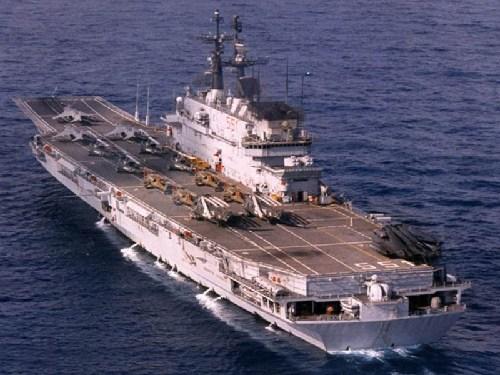 意大利加里波第号航母。