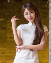 王曼妮旗袍美腿出境