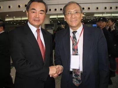 蔡丰名博士与中国外交部长王毅先生